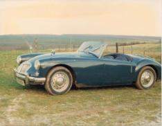 Photograph of a blue 1959 1500 MGA Roadster