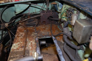 Removal of the heater unit and the Brake/clutch master cylinder allows access to loom and other pipework.